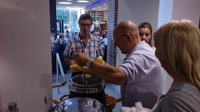 Kaasfondue wordt klaargemaakt
